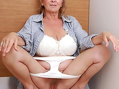 Unbelievable mature businesswoman revealing her knocker