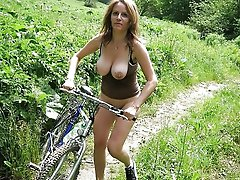 Hottest mature gilf posing nude in public