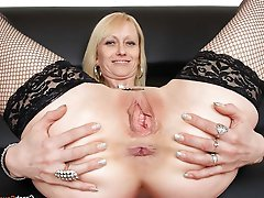 Amateur mature hellcats exposing their hot lines