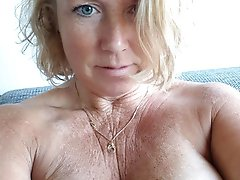 Chubby mature lady likes a tasty cock