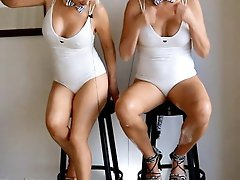 Old ladies posing fully undressed on cam
