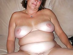 Cock hungry older MILFs getting nude on pics